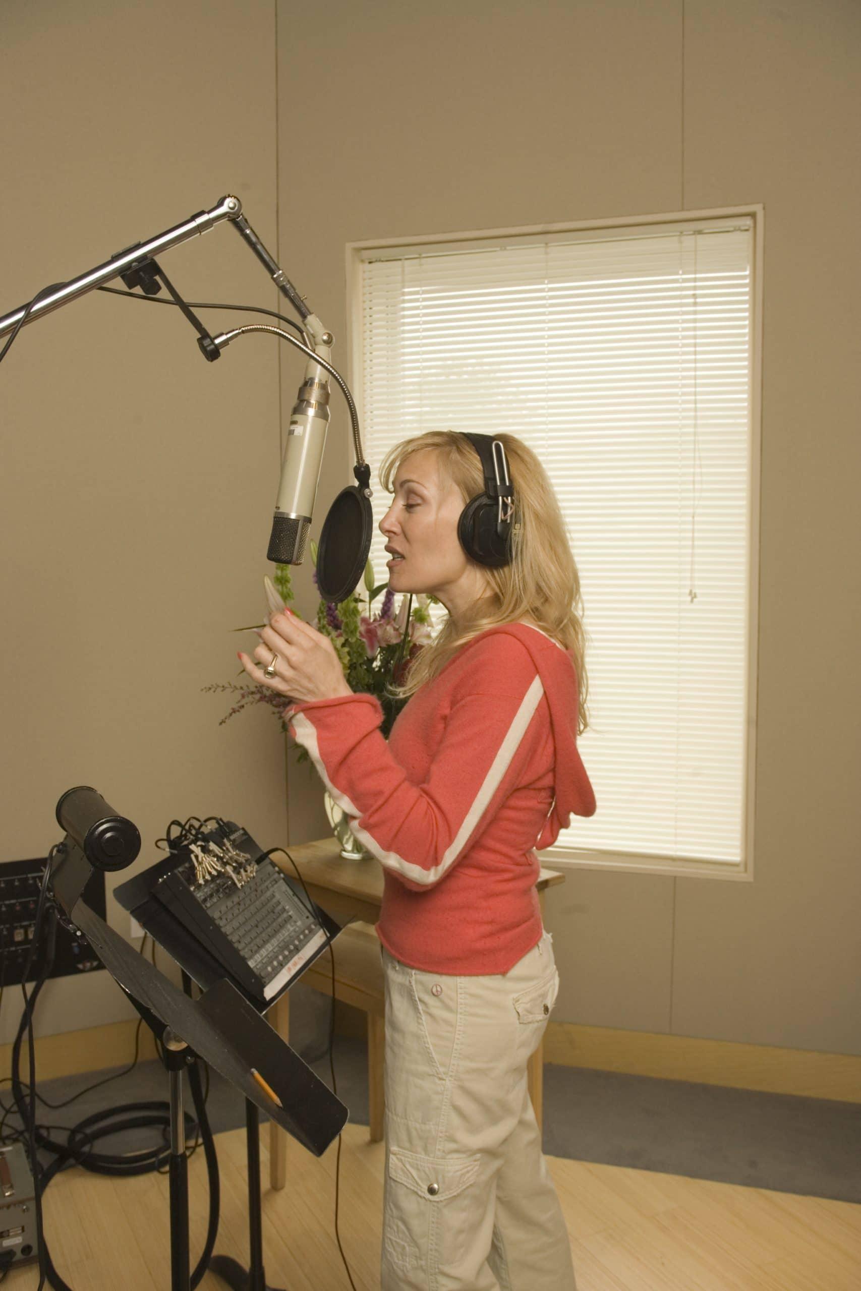 Lynn Bryant Sings