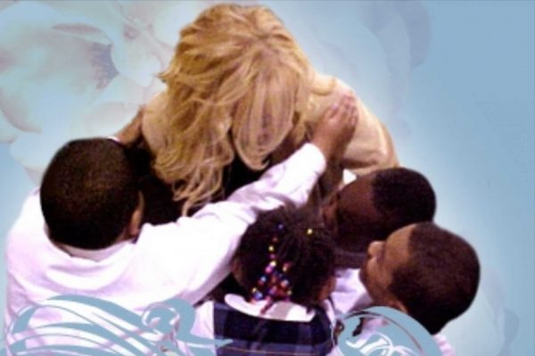 Star Heart Collection's Lynn Bryant with Kids